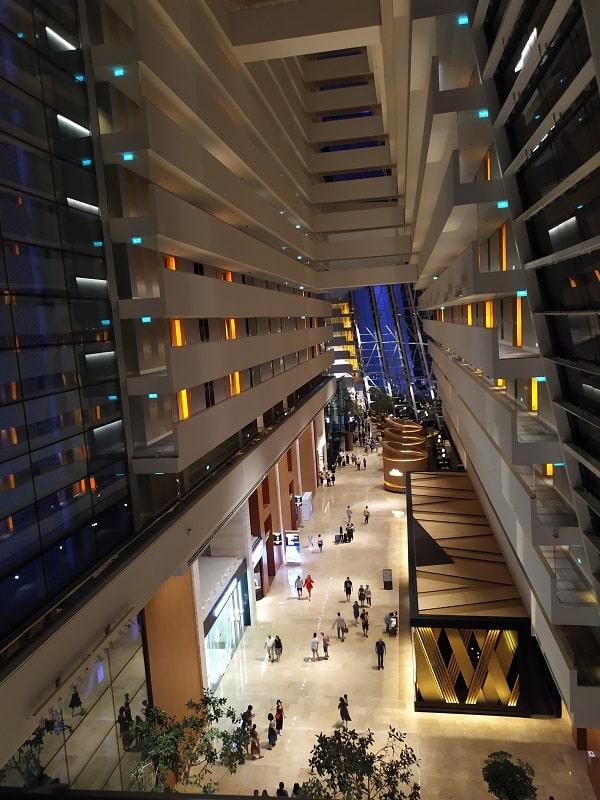Атриум отеля Marina Bay
