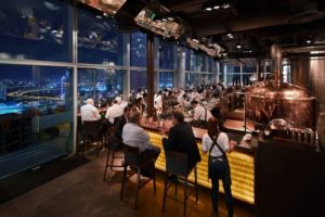 бар на 33 этаже Сингапура